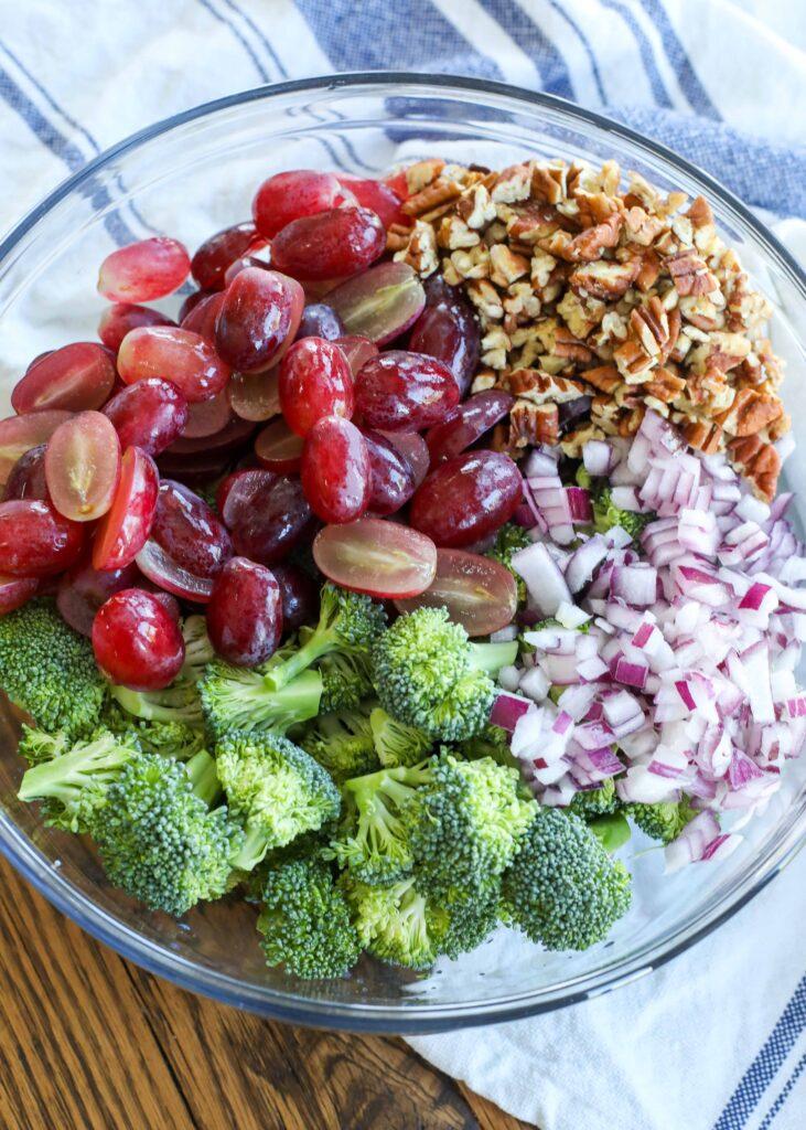 La ensalada de brócoli y uva es una de las favoritas del verano.