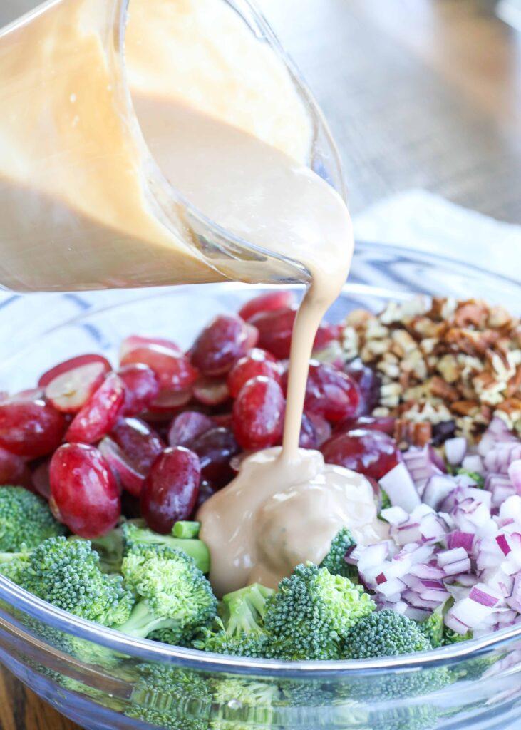 Ensalada de brócoli y uva con aderezo balsámico