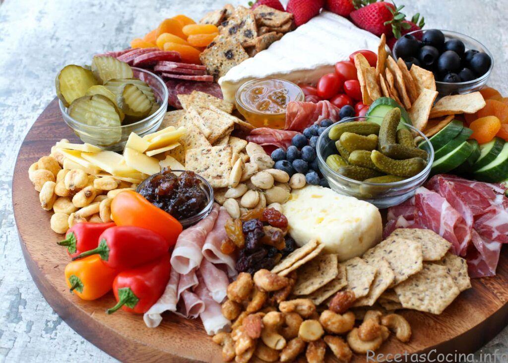 Elaboración de tablas de queso 101: obtenga las instrucciones en barefeetinthekitchen.com