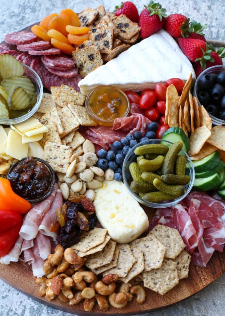 Elaboración de tablas de quesos 101: ¡cómo hacer una tabla de quesos asesina sin romper el banco!