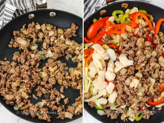 Una sartén con carne molida y verduras.
