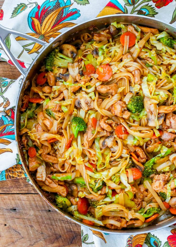 Los mejores fideos salteados con pollo y verduras