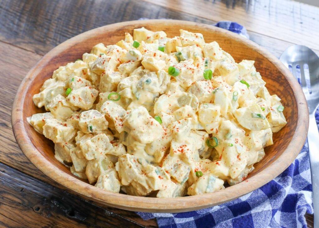 Ensalada De Patatas Con Huevos Rellenos