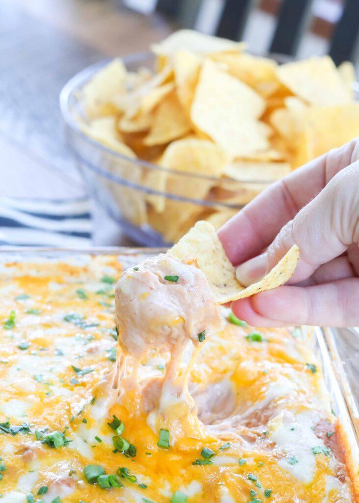 Dip de frijoles calientes con queso
