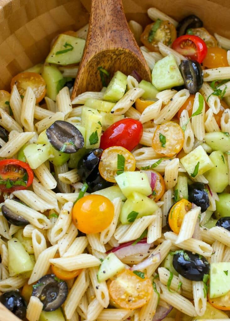 Servida fría oa temperatura ambiente, ¡esta receta de ensalada de pasta es perfecta!