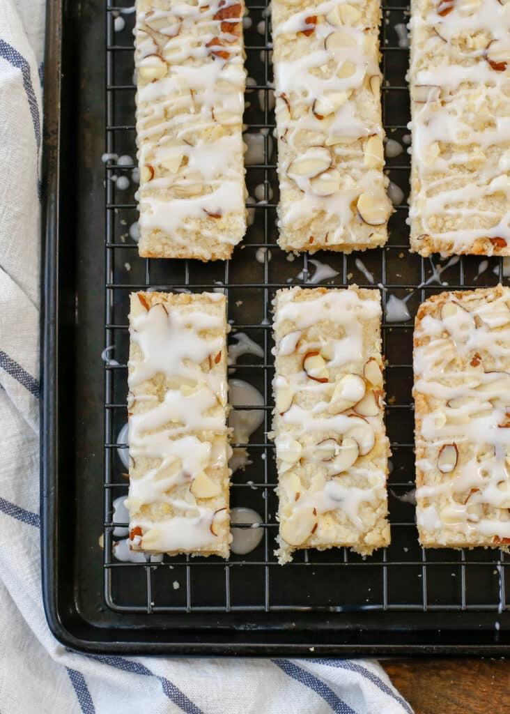 ¡Las mejores barras de almendras que jamás hayas probado! obtén la receta en barefeetinthekitchen.com