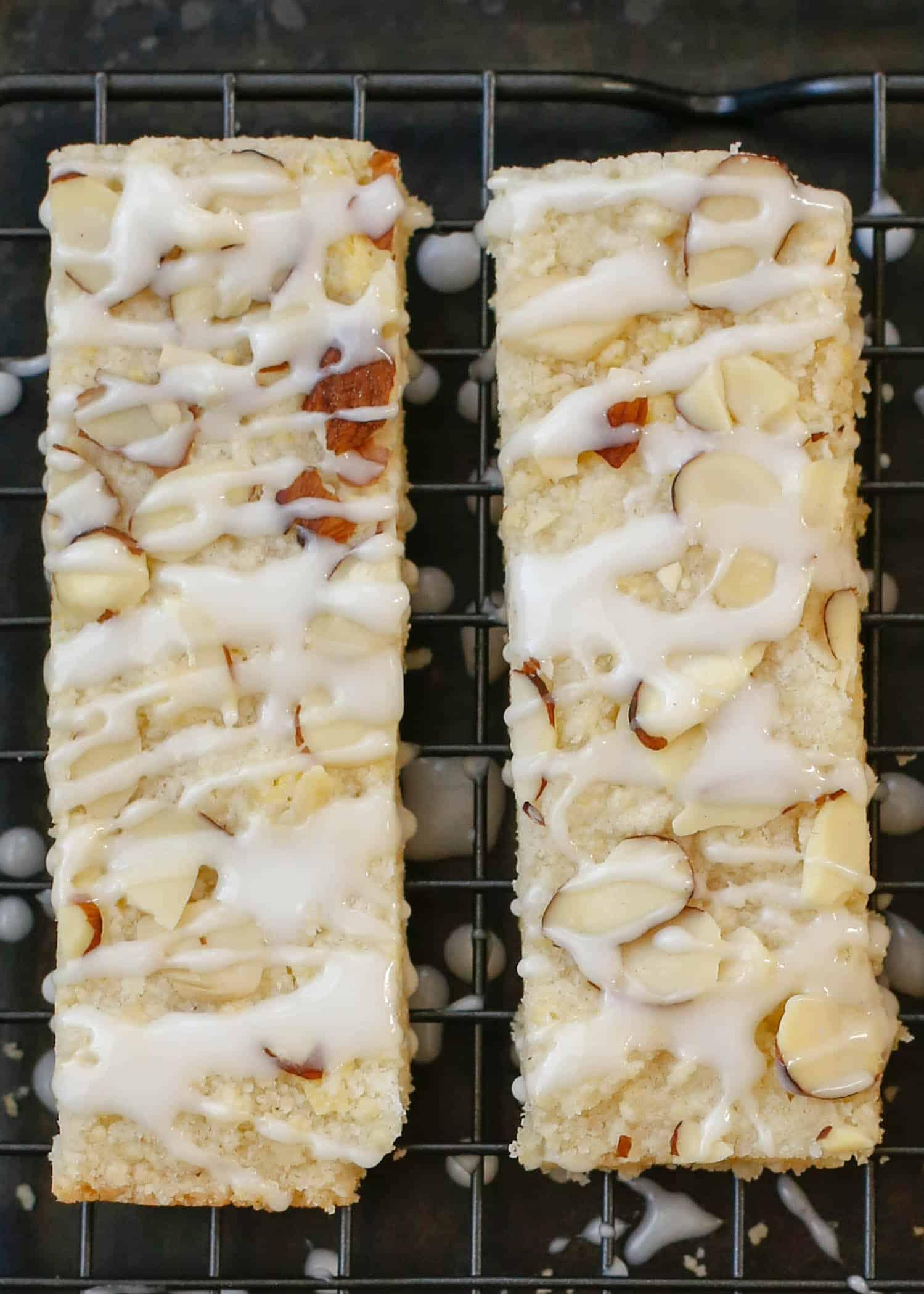 ¡Las barras de almendras son las galletas de mantequilla favoritas de todos! obtén la receta en barefeetinthekitchen.com
