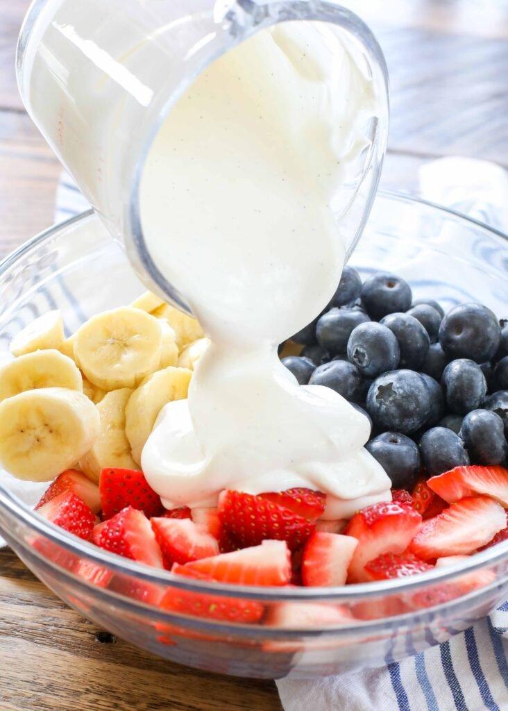Ensalada De Frutas Crema Roja Blanca Y Azul
