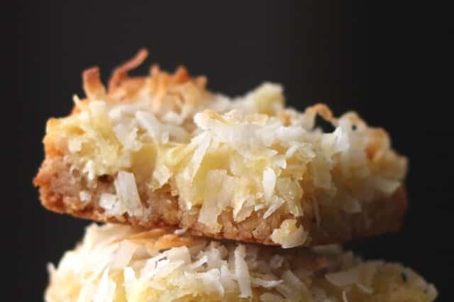 Receta de barra de coco y piña de Barefeet in the Kitchen