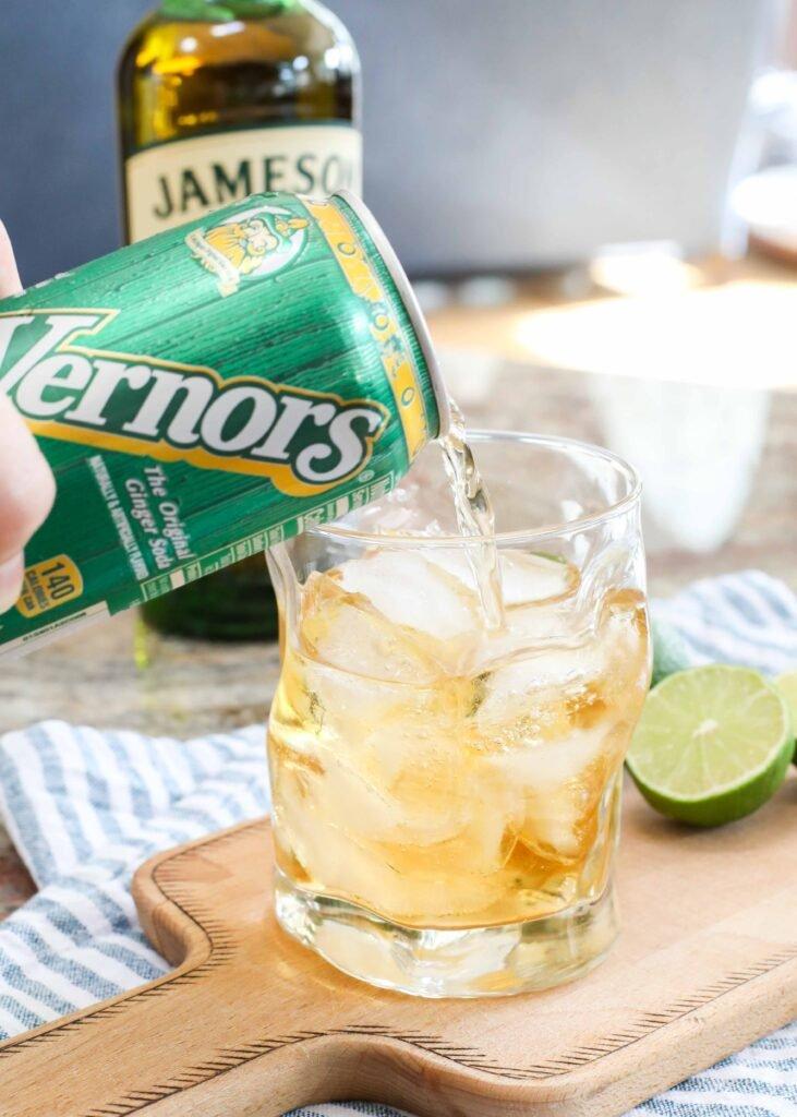 Cóctel jameson ginger ale