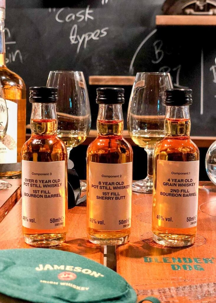 Tour del fabricante de whisky Jameson en Dublín, Irlanda