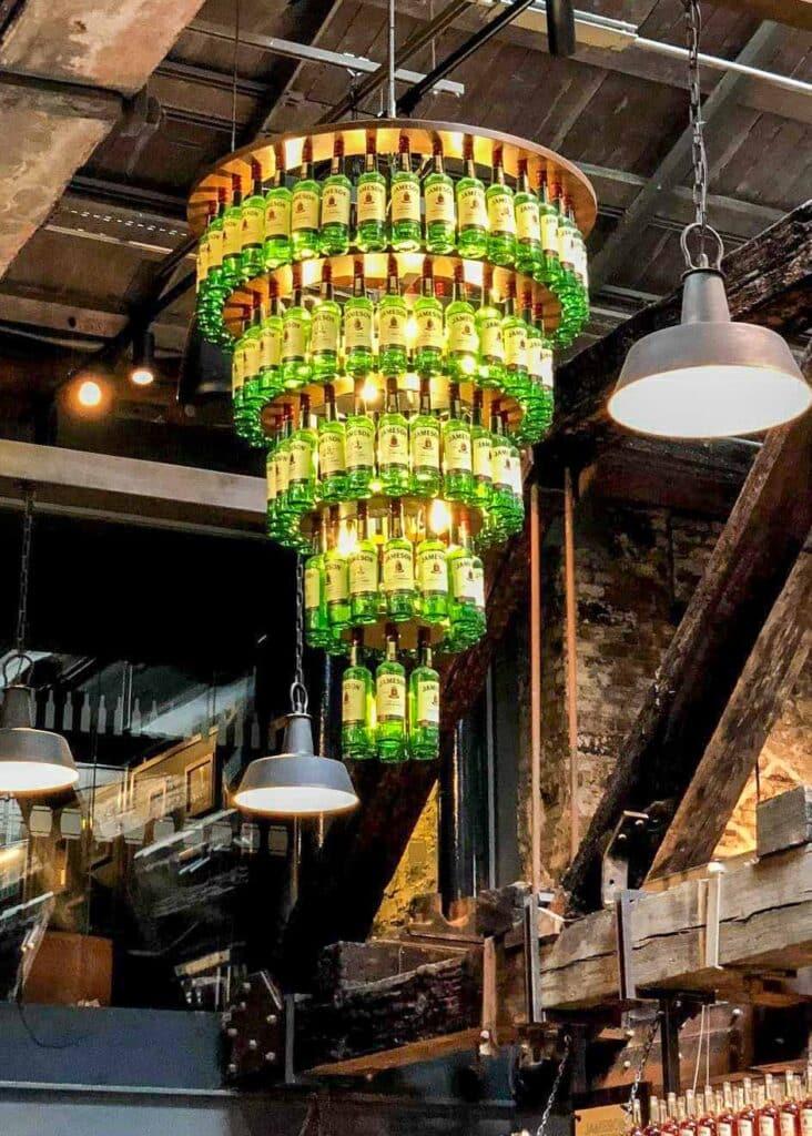 Lámpara de araña de whisky Jameson