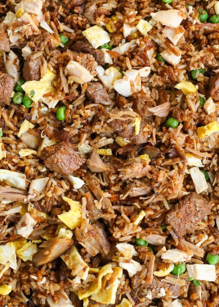¡Arroz frito para los amantes de la carne con bistec, pollo y cerdo!