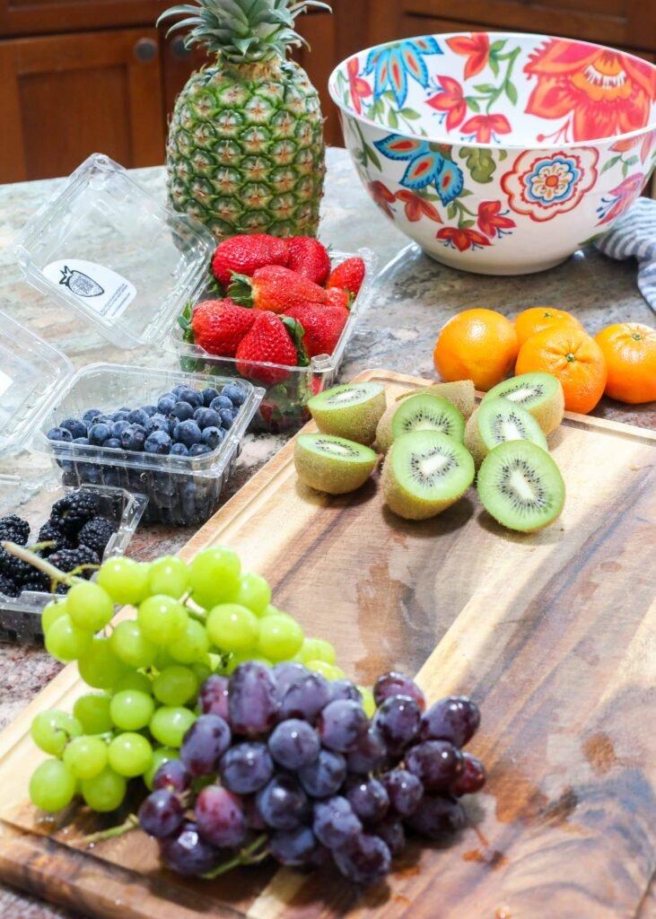 Cómo hacer ensalada de frutas arcoíris