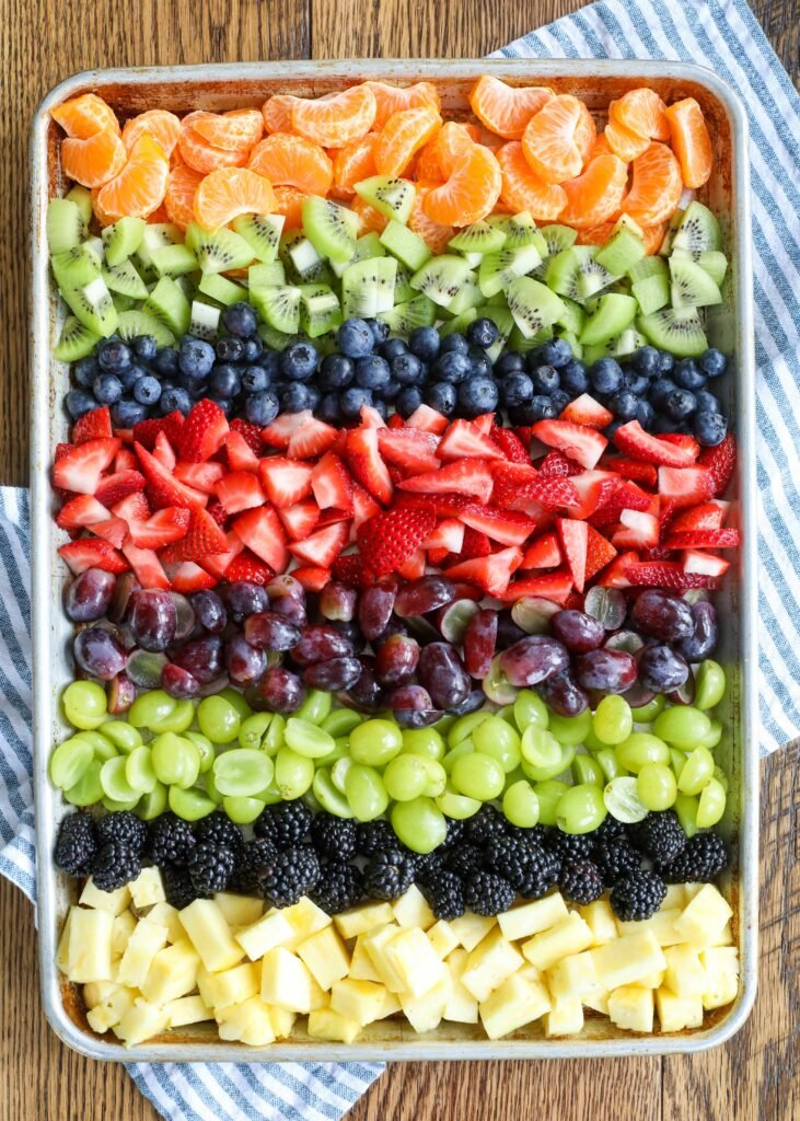 ¡El colorido arcoíris de frutas agrega mucha delicia!
